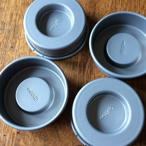 WILTON CAKELET BAKING PAN SET OF 4
